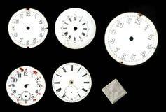 ansammlung Die Skala der alten Uhr emaillierte Disketten manuell und Taschenuhren lizenzfreie stockfotografie