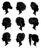 ansammlung Schattenbild des Kopfes einer s??en Dame Das M?dchen zeigt eine weibliche Frisur auf mittlerem und langem Haar Passend stock abbildung