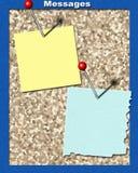 Anschlagbrett mit Stiften und unbelegtem Papier. Bereiten Sie für Ihren Text vor Lizenzfreies Stockbild