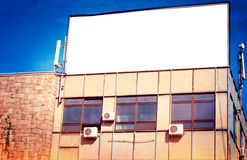 Anschlagtafel auf dem Gebäude Stockfotos