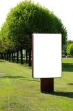 Anschlagtafel auf der Straße Stockbilder