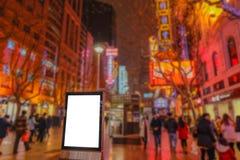 Anschlagtafel auf Nanjing-Straßenshanghai-Stadtporzellan stockbild