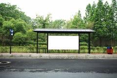 Anschlagtafel am Busbahnhof Stockfotos