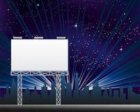 Anschlagtafel in der Nacht Clity Stockbilder