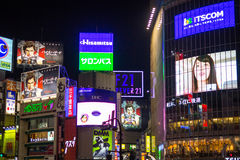Anschlagtafeln an Shibuya-Bezirk in Tokyo, Japan Stockfotos