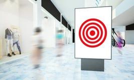 Anschlagtafelzielwerbung auf einem Mall stockbilder