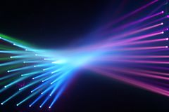 Anschließende mehrfarbige Strahlen des Lichthintergrundes stockfotos