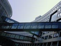 Anschluss zwischen Gebäuden lizenzfreies stockfoto