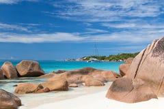 Anse拉齐奥,生动描述在普拉兰岛海岛,塞舌尔群岛上的完善的热带海滩 免版税图库摄影