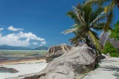 Anse银来源d的` -在热带海岛拉迪格岛上的美丽的海滩在塞舌尔群岛 免版税库存照片