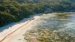 "Anse πηγής πτήση άποψης 4k Δ ""argent εναέρια επάνω από την τροπική παραλία σ φιλμ μικρού μήκους"