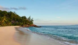 anse πηγή των Σεϋχελλών άμμου Λα Jean νησιών γρανίτη λίθων παραλιών digue Στοκ Εικόνες