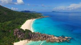 Anse magnífico, isla de Digue del La, Seychelles almacen de video