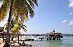 Anse Mitan, Martinique - 12/14/17 - Mooi tropisch strand in Anse Mitan Stock Foto