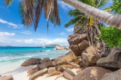 Anse Patates, τέλεια παραλία εικόνων στο νησί Λα Digue, Σεϋχέλλες Στοκ Εικόνες