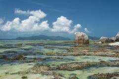 Anse-Quelld ` Argent - schöner Strand auf Tropeninsel La Digue in Seychellen Stockfotos