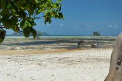 Anse-Quelld ` Argent - schöner Strand auf Tropeninsel La Digue in Seychellen Stockbilder