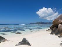 anse seascape lacio ύδωρ πετρών ουρανού των Σεϋχελλών Στοκ Εικόνα