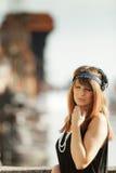 Anseende för stil för klaffflickakvinna in1920s på gatan Arkivbild