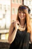 Anseende för stil för klaffflickakvinna in1920s på gatan Arkivfoton