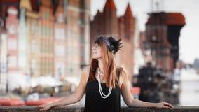 Anseende för stil för klaffflickakvinna in1920s på gatan Fotografering för Bildbyråer