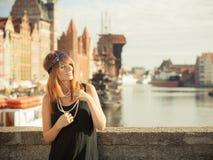 Anseende för stil för klaffflickakvinna in1920s på gatan Royaltyfri Bild