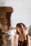 Anseende för stil för klaffflickakvinna in1920s på gatan Royaltyfria Foton