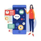 Anseende för ung kvinna nära en stor smartphone för läs- nyheterna och att smsa ett meddelande Arkivfoton