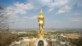 Anseende f?r Buddha f?r fo f?r Tid schackningsperiod p? ett berg Wat Phra That Khao Noi, Nan Province, Thailand stock video