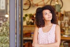 Anseende och tänka för små och medelstora företagägare royaltyfri foto