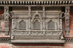 Ansia y diseño de madera complejos en las ventanas de Hanuman Dhoka durbar foto de archivo libre de regalías