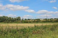 Ansicht über Ackerland zur Autobahn M1 Stockbild