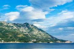 Ansicht über adriatisches Meer und Berge Lizenzfreies Stockbild