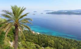 Ansicht über adriatisches Meer und Korcula-Insel von Peljesac-Halbinsel, Dalmatien, Kroatien Stockbild