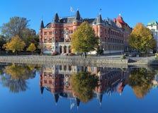 Ansicht über Allehandaborgen von Svartan Fluss in Orebro, Schweden Stockfotos