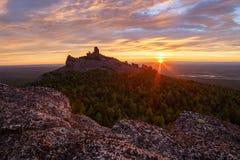 Ansicht über alte Berge ural Landschaft des frühen Morgens Lizenzfreie Stockfotografie