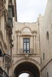 Ansicht über alte buldings mit Balkon in der Hauptstadt von Malta - Valletta Stockfotografie