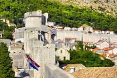 Ansicht über alte Stadt von Dubrovnik von der Festungsmauer Lizenzfreie Stockfotos