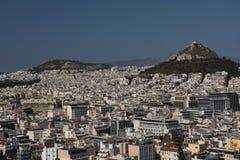 Ansicht über Athen vom Akropolisfelsen an einem Sommertag Stockbilder