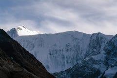 Ansicht über Berg Belukha in Altai-Region nahe Brett von Russland und von Kasachstan Lizenzfreies Stockbild