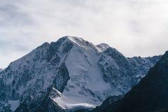 Ansicht über Berg Belukha in Altai-Region nahe Brett von Russland und von Kasachstan Stockfotografie