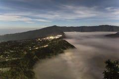 Ansicht über Berg Bromo-Landschaft nachts Stockfotografie