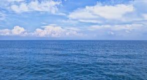 Ansicht über Berge von einem Hafen in der alten Stadt Kaleici Antalya, die Türkei Lizenzfreies Stockfoto