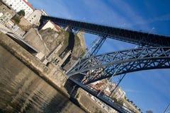 Ansicht über Brücke Dom Luis in Porto Lizenzfreie Stockfotos