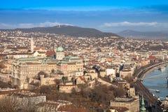 Ansicht über Budapest von Gellert-Hügel, Ungarn Häuser, Fluss Danub Lizenzfreie Stockbilder
