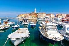 Ansicht über bunten Hafen von Rovinj, Istria-Region, Kroatien stockfoto