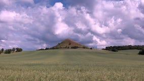 Ansicht über Cicov-Hügel in den tschechischen böhmischen Hochländern stock footage