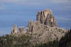 Ansicht über Cinque Torri von Passo Falzarego Stockfotos