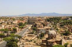 Ansicht über Colosseum in Rom, Italien lizenzfreie stockfotografie