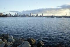 Ansicht über Coronado-Bucht als die früher Morgen Süd-Kalifornien-Sonne wärmt San Diego auf lizenzfreie stockbilder